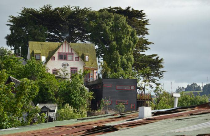 Casa Negra – Casa Blanca | Castro, Chiloé, Chile